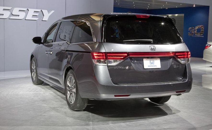 2014 Honda Odyssey Touring Elite - Slide 8