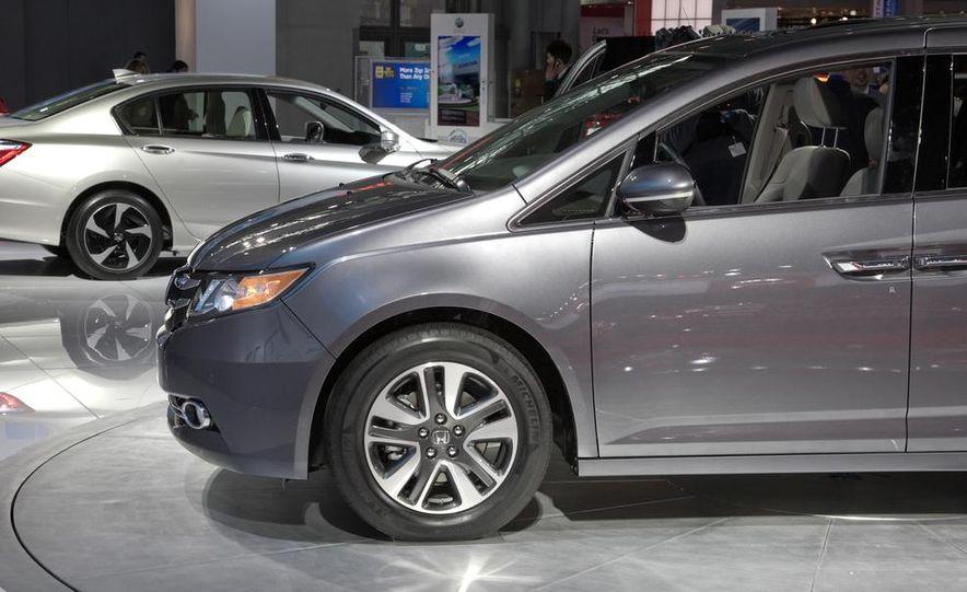 2014 Honda Odyssey Touring Elite - Slide 9