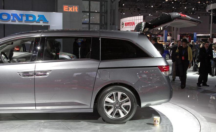 2014 Honda Odyssey Touring Elite - Slide 10