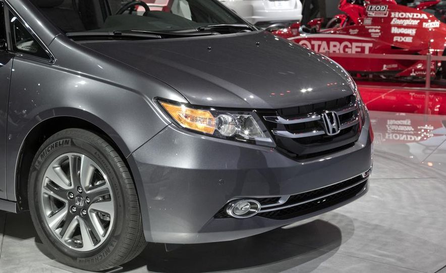2014 Honda Odyssey Touring Elite - Slide 12