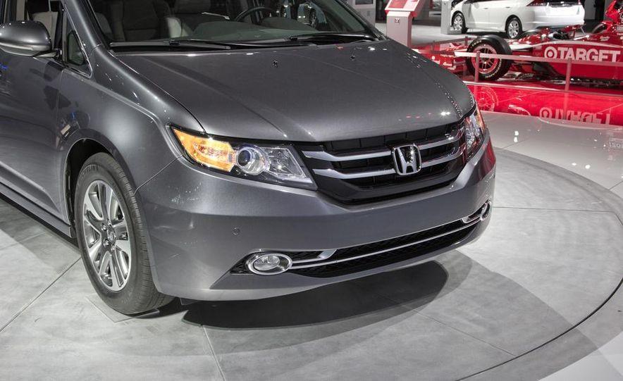 2014 Honda Odyssey Touring Elite - Slide 13