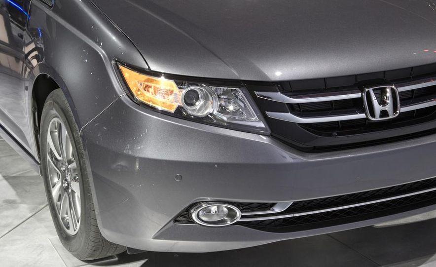 2014 Honda Odyssey Touring Elite - Slide 14
