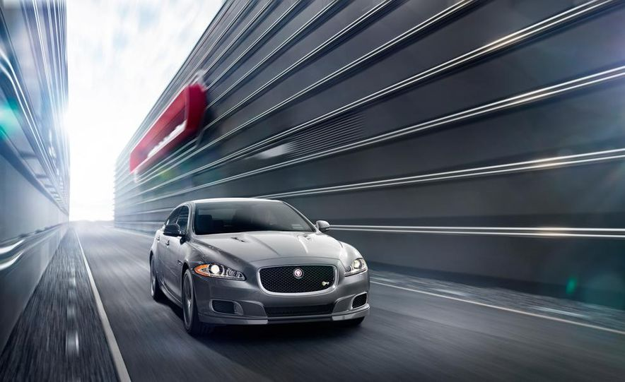 2014 Jaguar XJR - Slide 22