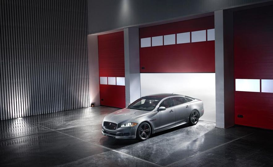 2014 Jaguar XJR - Slide 26