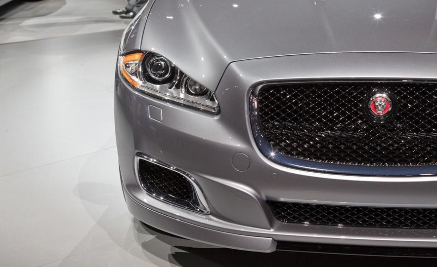 2014 Jaguar XJR - Slide 12