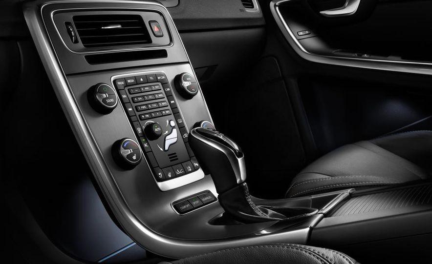 2015 Volvo V60 - Slide 8