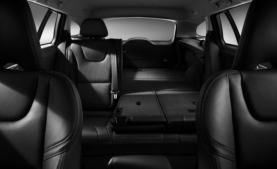 2015 Volvo V60 - Slide 9