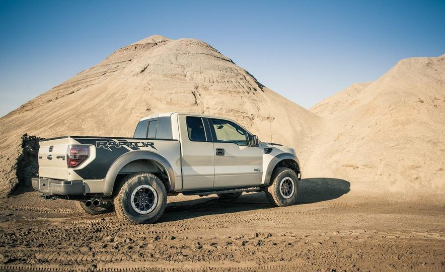 2013 Ford F-150 SVT Raptor SuperCab - Slide 30