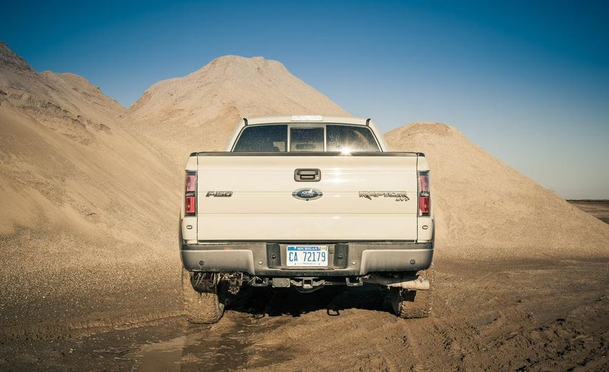 2013 Ford F-150 SVT Raptor SuperCab - Slide 32