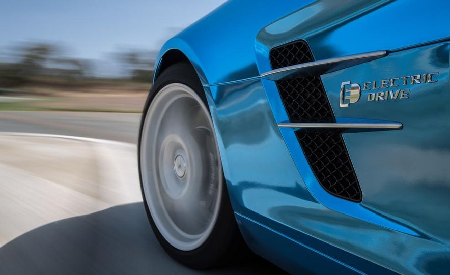 2014 Mercedes-Benz SLS AMG Electric Drive - Slide 11