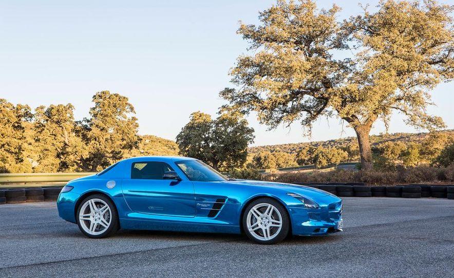 2014 Mercedes-Benz SLS AMG Electric Drive - Slide 14