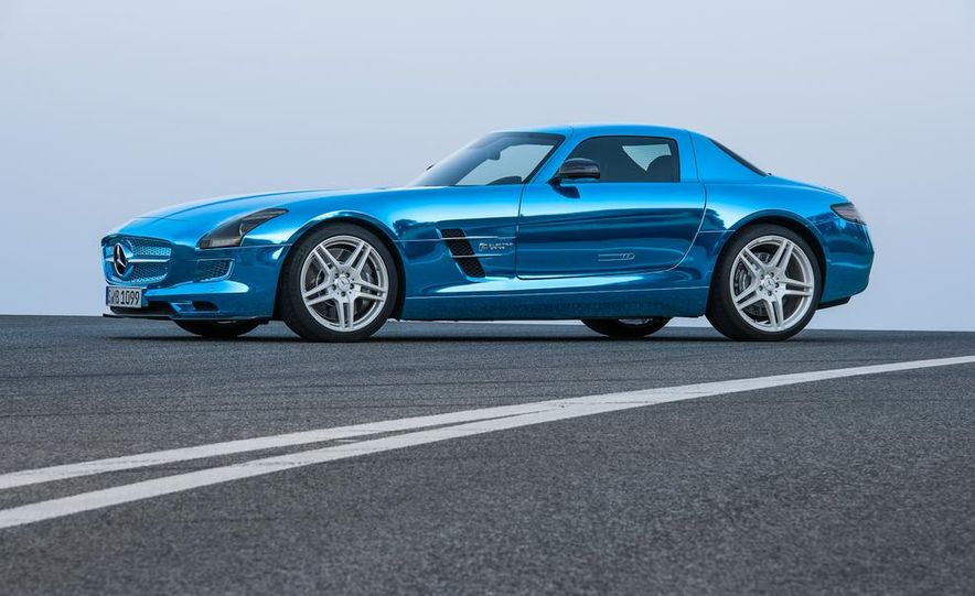 2014 Mercedes-Benz SLS AMG Electric Drive - Slide 16