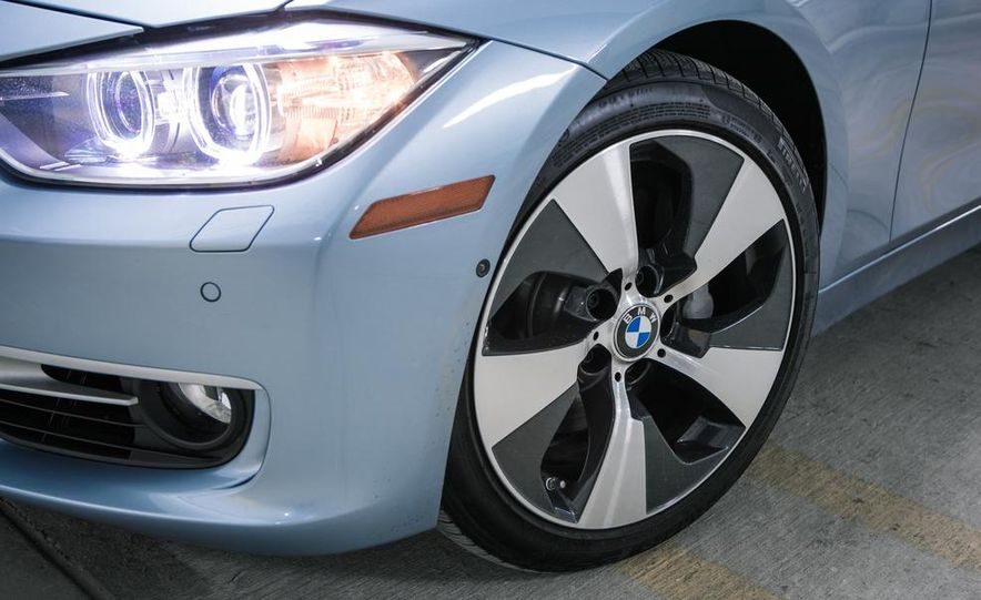 2013 BMW ActiveHybrid 3 - Slide 14