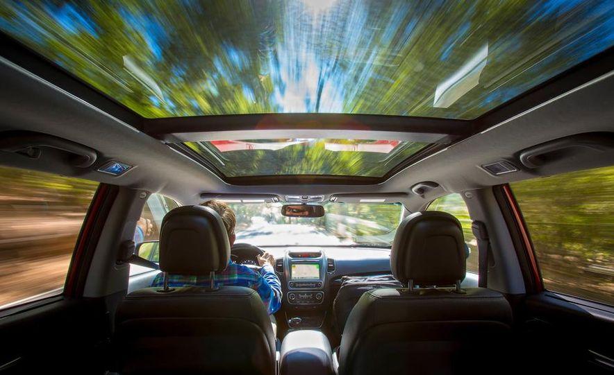 2014 Kia Sorento SX V-6 AWD - Slide 5