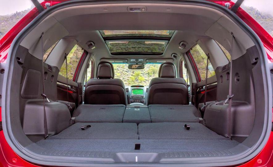 2014 Kia Sorento SX V-6 AWD - Slide 23