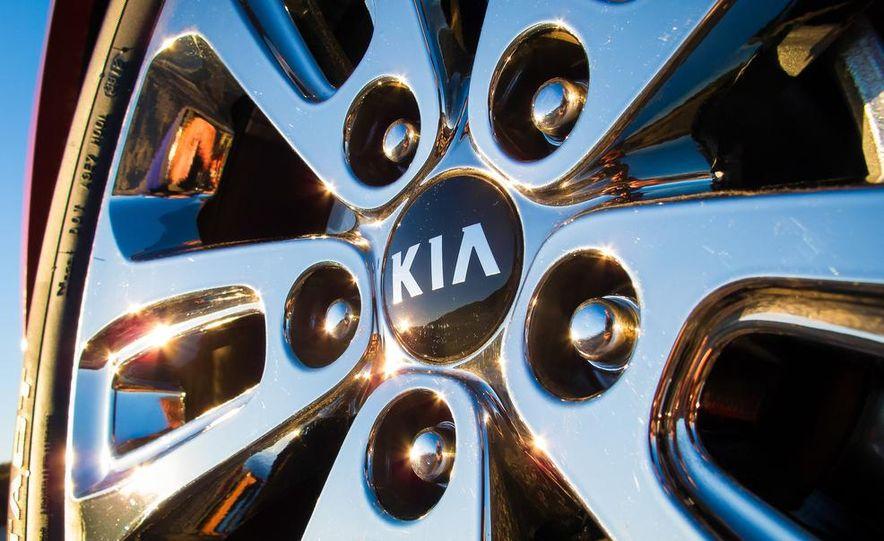 2014 Kia Sorento SX V-6 AWD - Slide 14