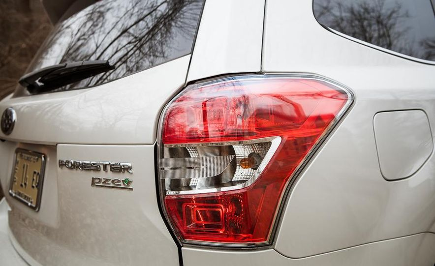 2014 Subaru Forester 2.5i Touring AWD - Slide 19