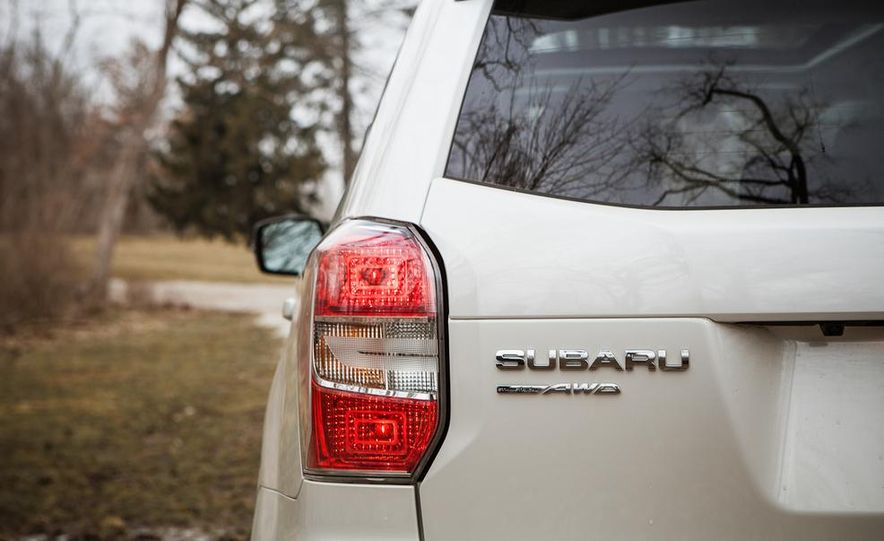 2014 Subaru Forester 2.5i Touring AWD - Slide 18