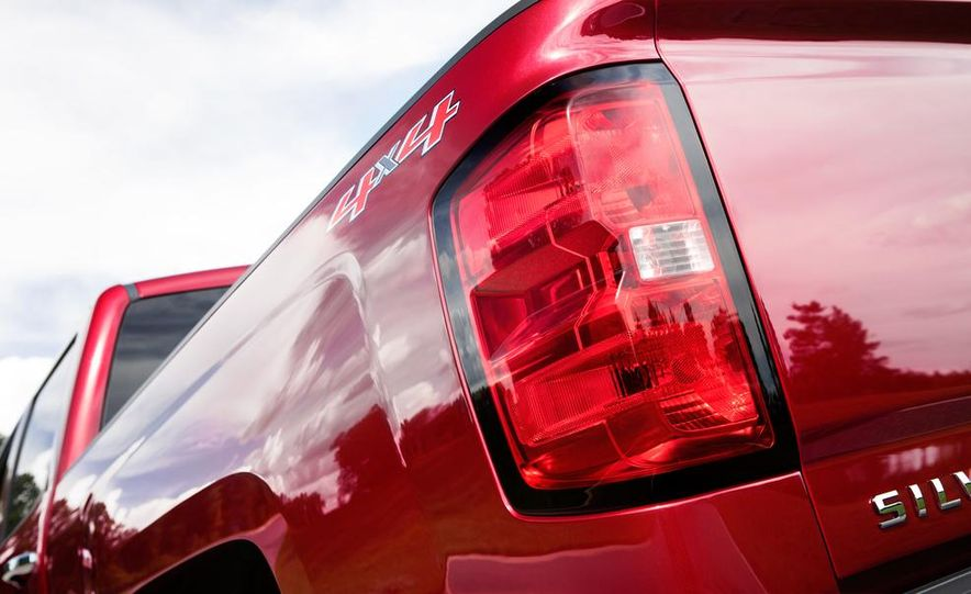2014 Chevrolet Silverado High Country - Slide 35