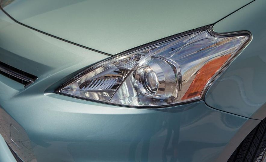 2013 Toyota Prius V - Slide 18