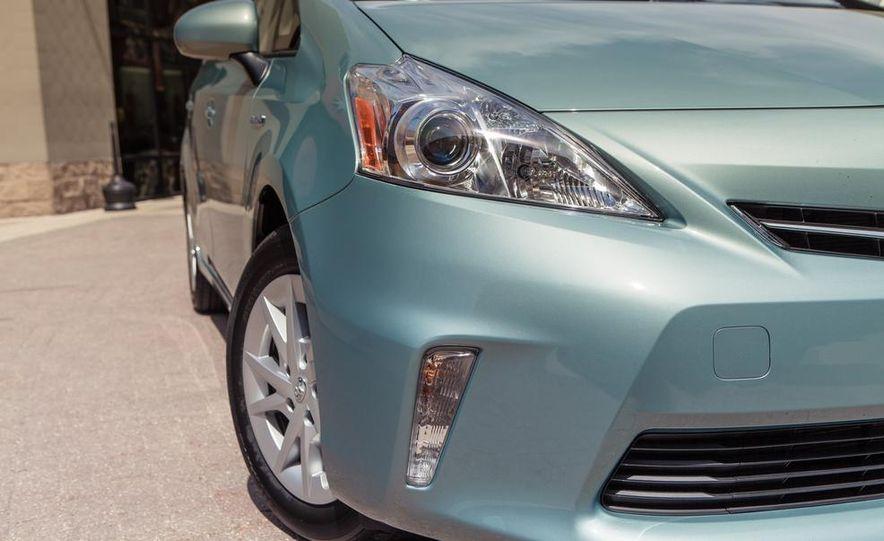 2013 Toyota Prius V - Slide 14