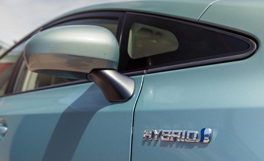 2013 Toyota Prius V - Slide 16