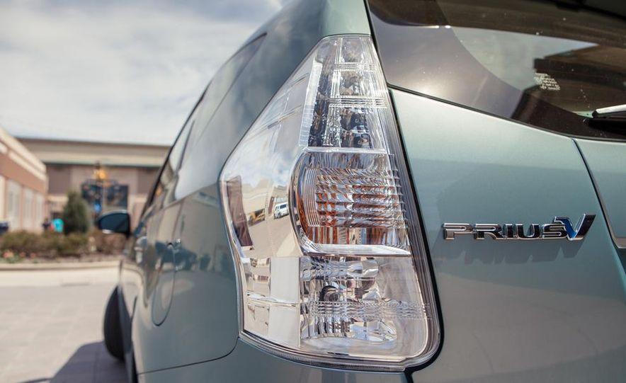 2013 Toyota Prius V - Slide 19