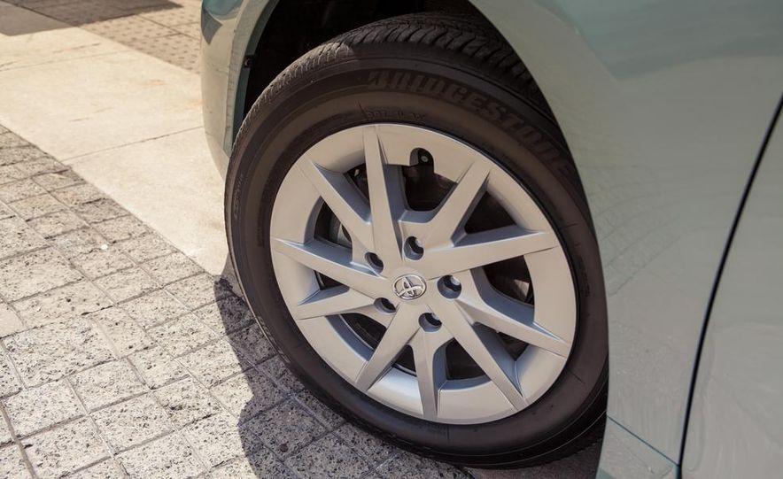 2013 Toyota Prius V - Slide 17