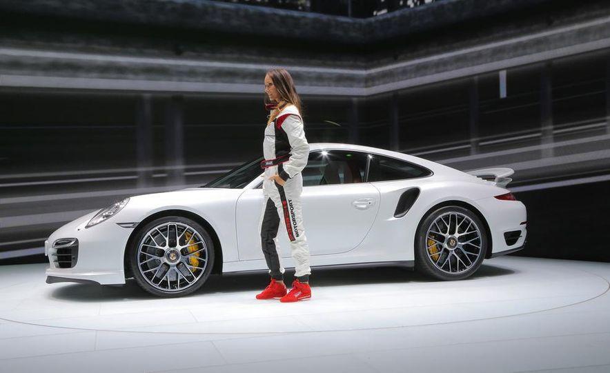 2014 Porsche 911 Turbo S coupe - Slide 13