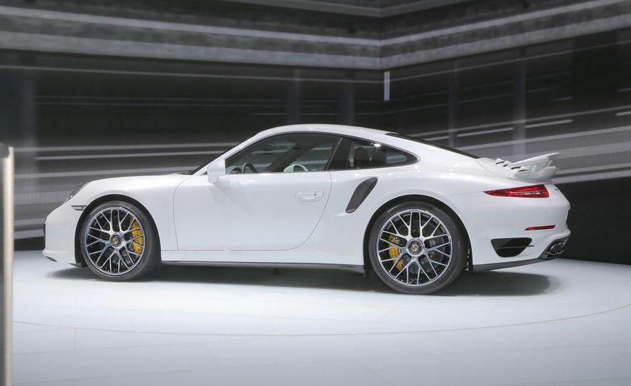 2014 Porsche 911 Turbo S coupe - Slide 17