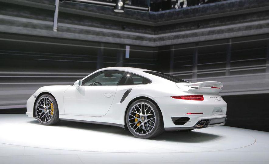 2014 Porsche 911 Turbo S coupe - Slide 18