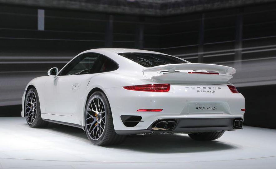 2014 Porsche 911 Turbo S coupe - Slide 19