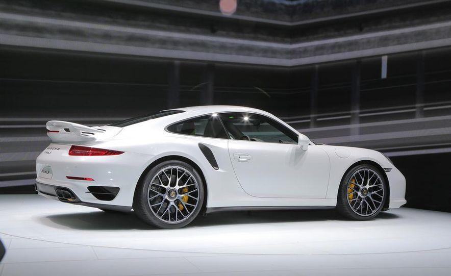 2014 Porsche 911 Turbo S coupe - Slide 22