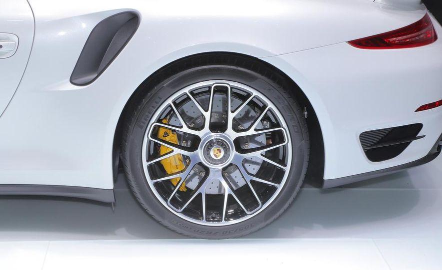 2014 Porsche 911 Turbo S coupe - Slide 24