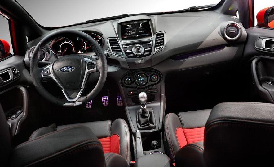 2014 Ford Fiesta ST - Slide 32