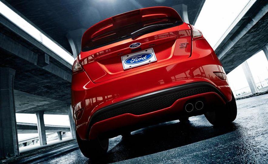 2014 Ford Fiesta ST - Slide 15