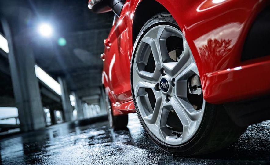 2014 Ford Fiesta ST - Slide 28