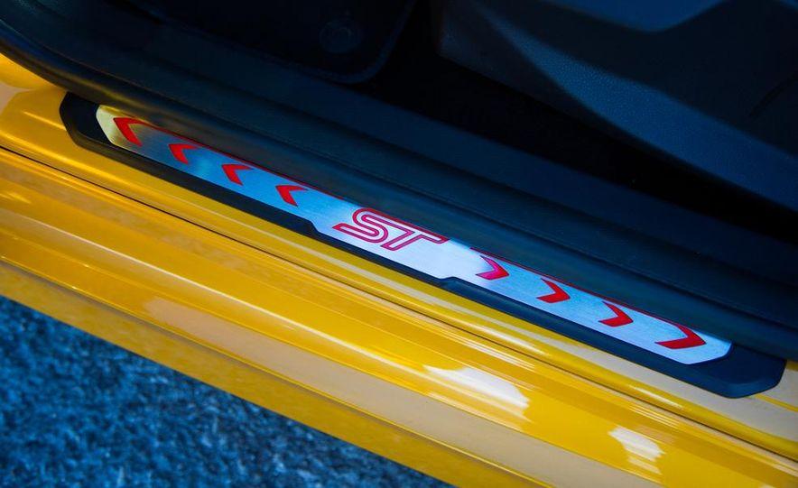 2015 Volkswagen GTI 5-door and 2013 Ford Focus ST (Euro-spec) - Slide 45