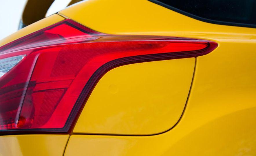 2015 Volkswagen GTI 5-door and 2013 Ford Focus ST (Euro-spec) - Slide 38