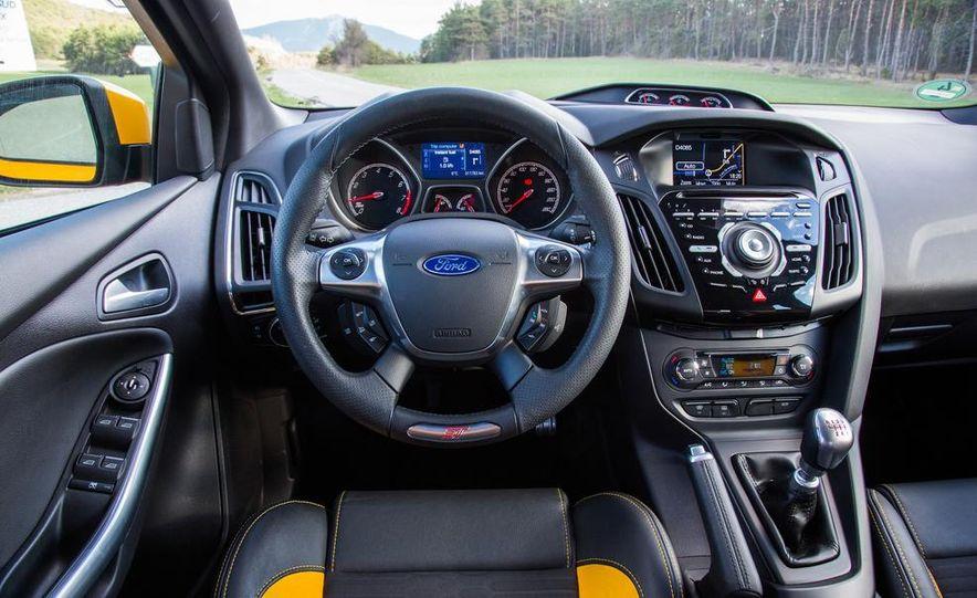2015 Volkswagen GTI 5-door and 2013 Ford Focus ST (Euro-spec) - Slide 43