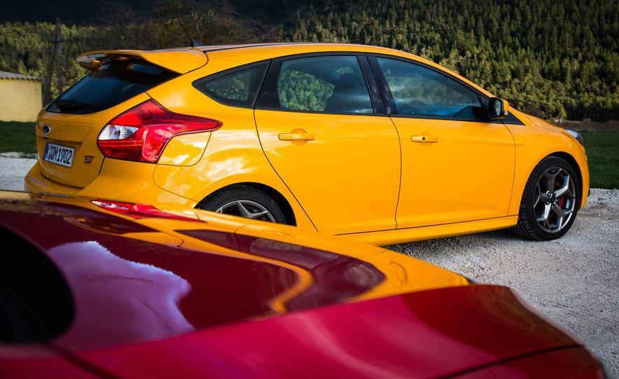 2015 Volkswagen GTI 5-door and 2013 Ford Focus ST (Euro-spec) - Slide 35