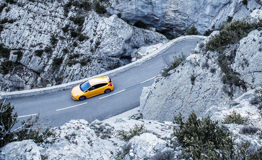 2015 Volkswagen GTI 5-door and 2013 Ford Focus ST (Euro-spec) - Slide 33