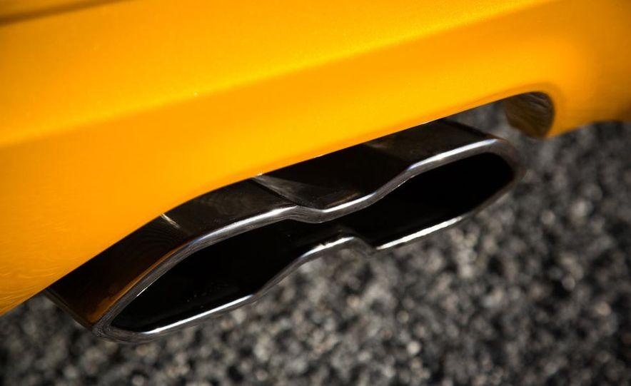 2015 Volkswagen GTI 5-door and 2013 Ford Focus ST (Euro-spec) - Slide 41