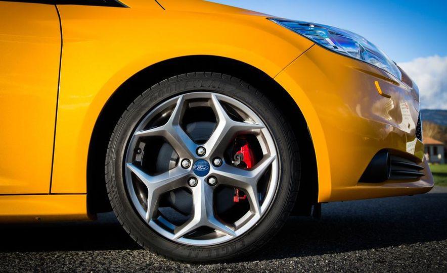 2015 Volkswagen GTI 5-door and 2013 Ford Focus ST (Euro-spec) - Slide 36