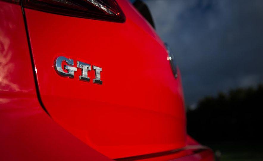 2015 Volkswagen GTI 5-door and 2013 Ford Focus ST (Euro-spec) - Slide 25
