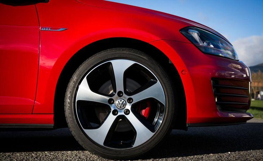 2015 Volkswagen GTI 5-door and 2013 Ford Focus ST (Euro-spec) - Slide 22