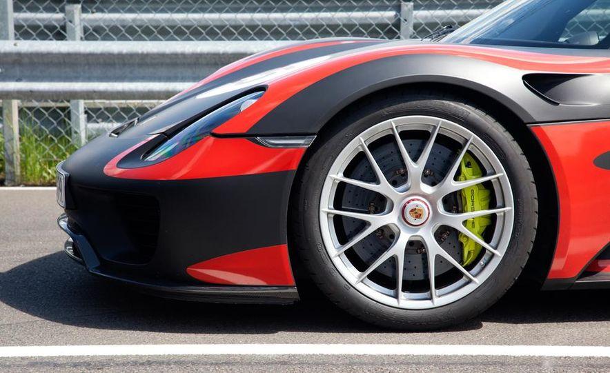 2015 Porsche 918 Spyder - Slide 24