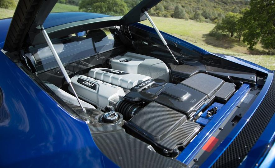2014 Audi R8 V-10 Plus - Slide 31