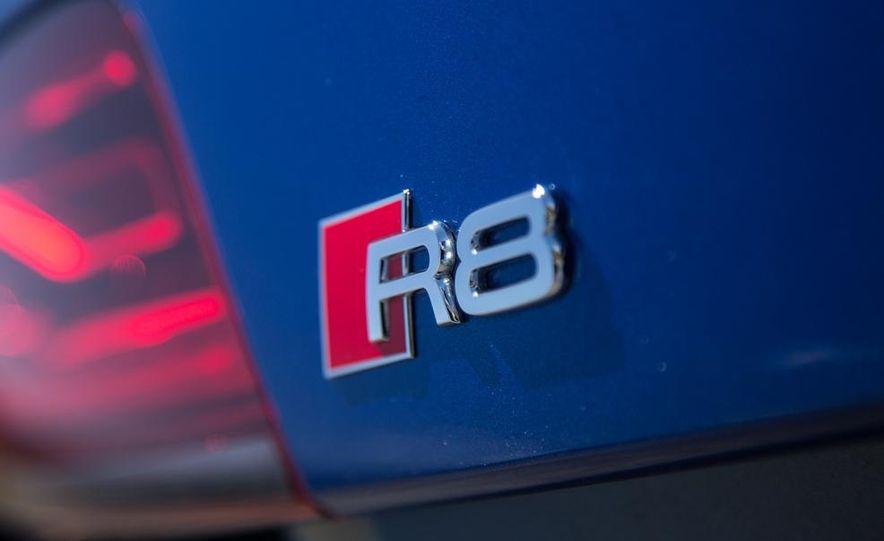 2014 Audi R8 V-10 Plus - Slide 17