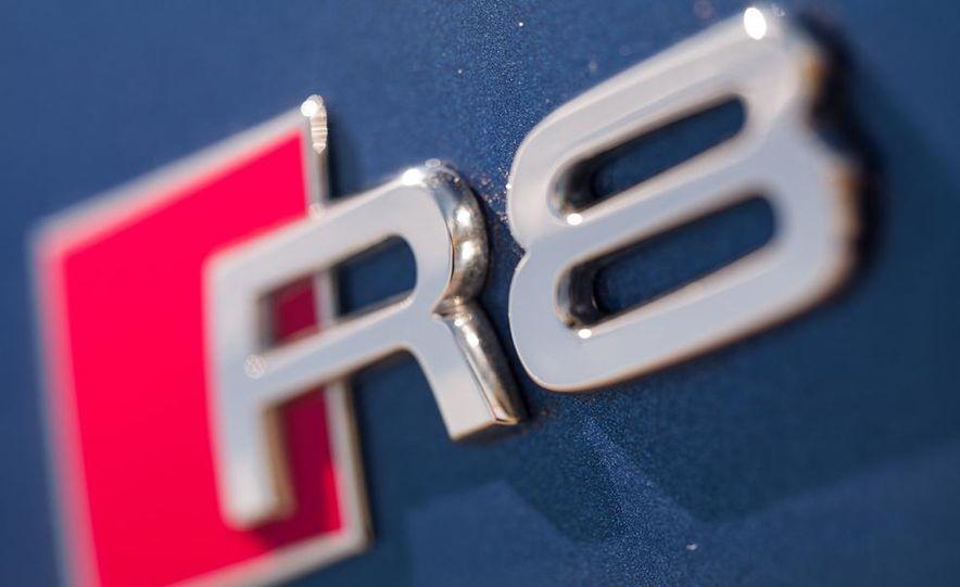2014 Audi R8 V-10 Plus - Slide 18